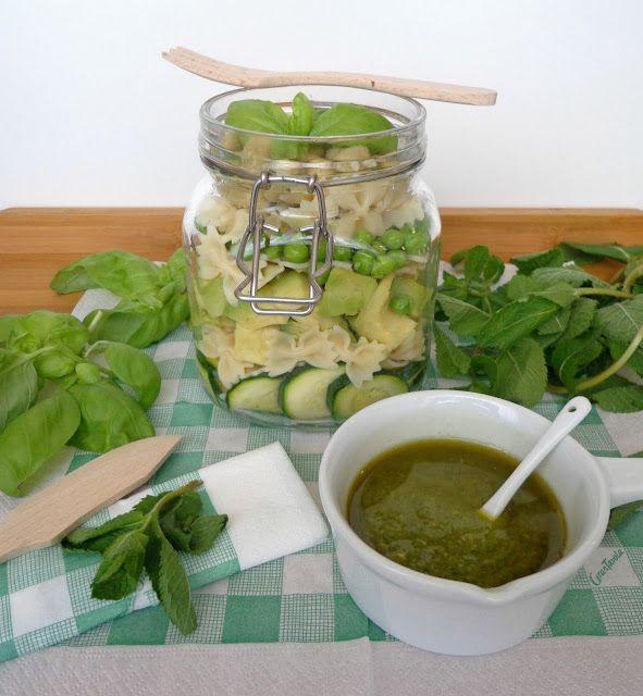 Makaron z zielonymi warzywami i pesto