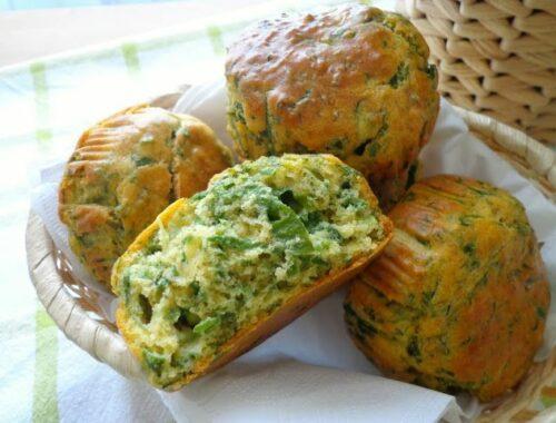 Puszyste muffiny wytrawne ze szpinakiem