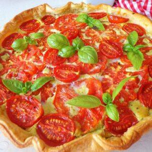 Quiche z pieczonymi pomidorami, i pesto