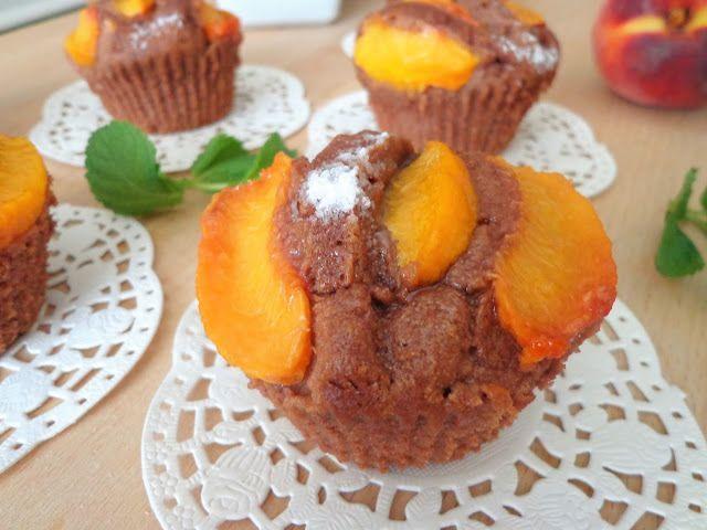 Przepis na kakaowe babeczki z brzoskwiniami