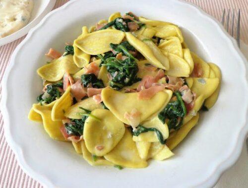 Makaron z sosem z gorgonzoli i szpinaku