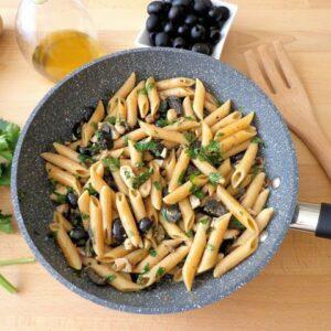 Makaron z makrelą i oliwkami
