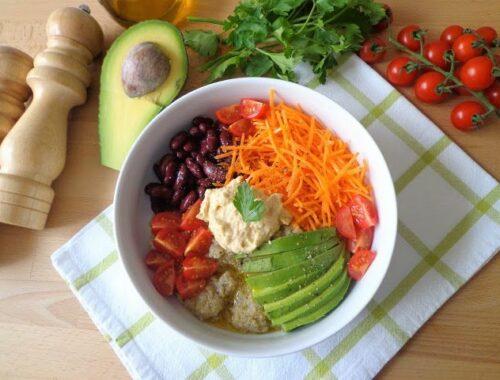 Warzywna sałatka z quinoa