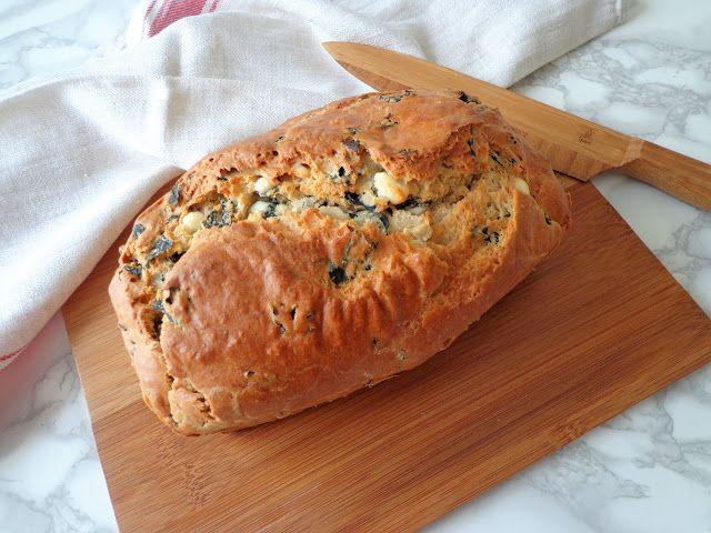 Chleb z jarmużem i serem feta