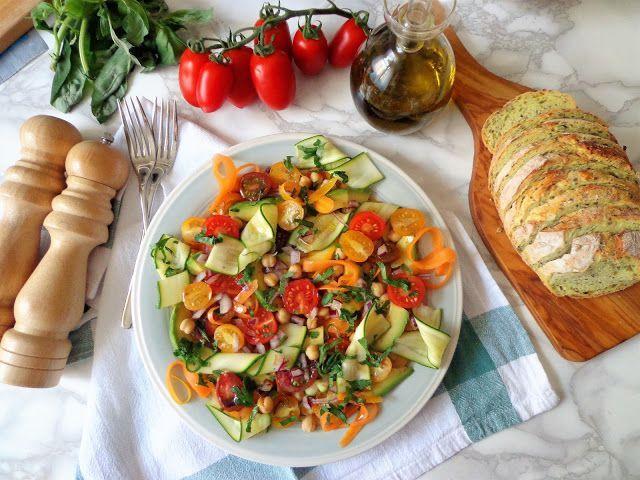 Sałatka z kolorowymi warzywami