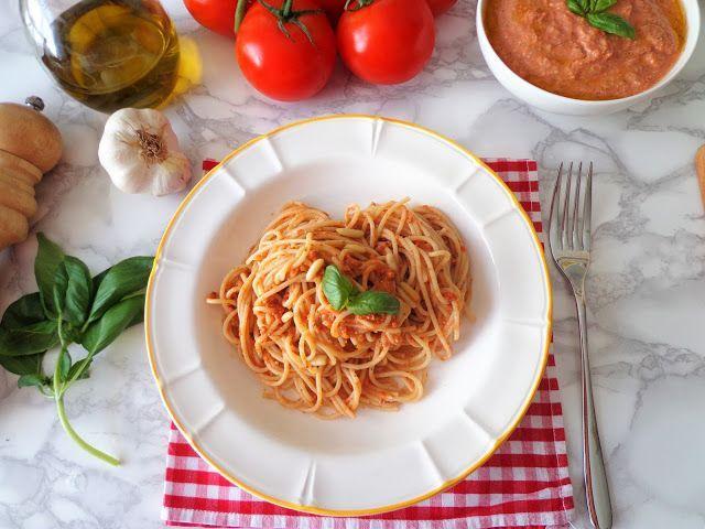 Makaron z pesto z pomidorami