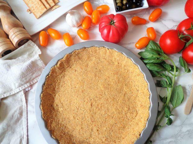 Wytrawna tarta bez pieczenia na krakersach