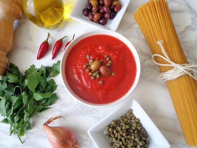 Sos pomidorowy z kaparami i oliwkami