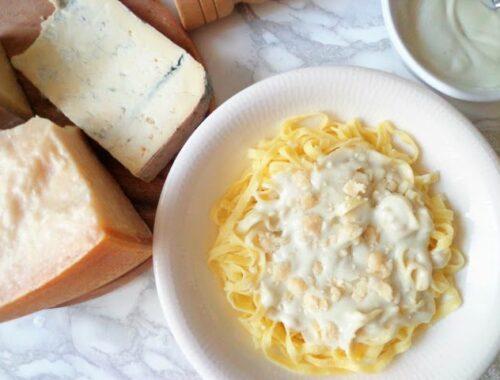 Przepis na makaron z sosem serowym