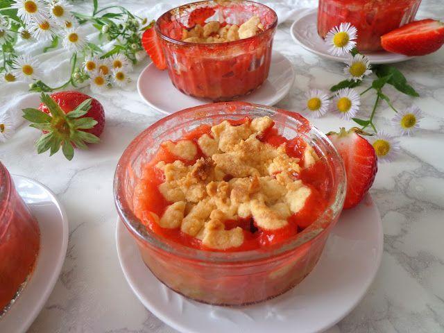 Rabarbar z truskawkami pod kruszonką