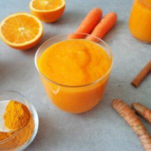 Koktajl detoks z mango i marchwi