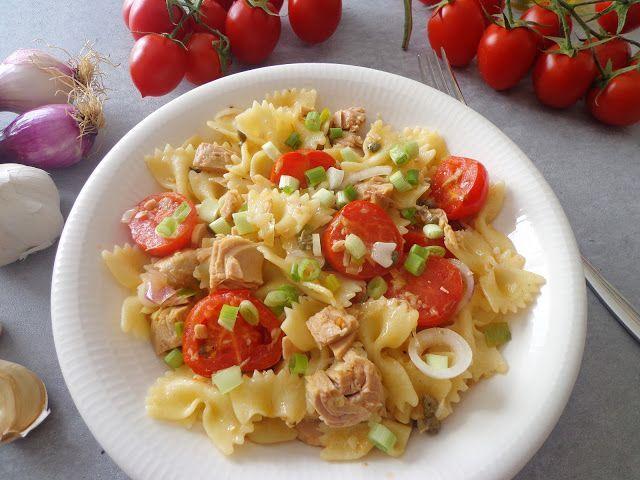 Makaron z tuńczykiem i pomidorkami