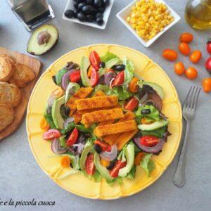 Kolorowa sałatka z kotletem sojowym