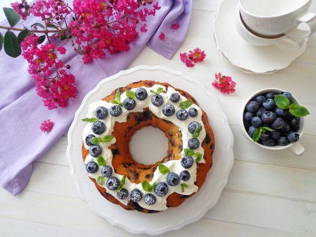Jogurtowa babka z owocami