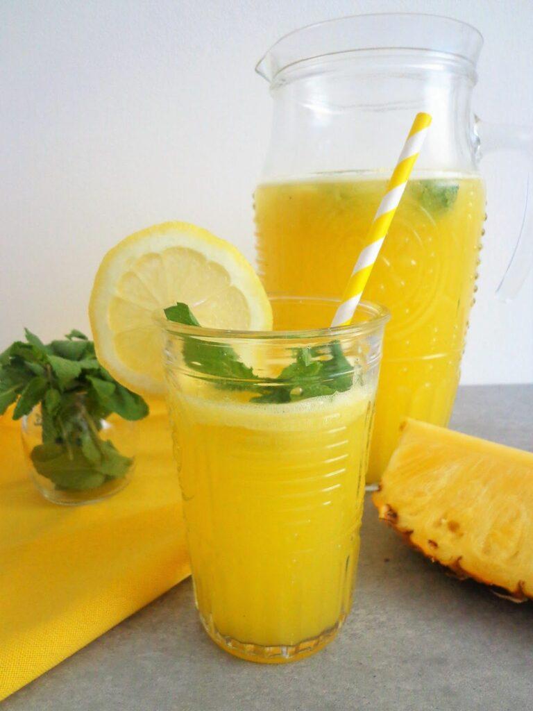 Ananasowa lemoniada orzeźwiająca