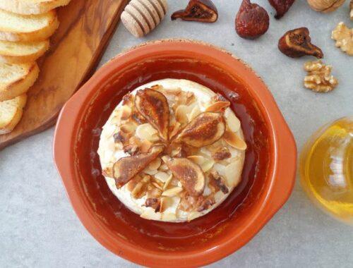 Pieczony camembert z orzechami
