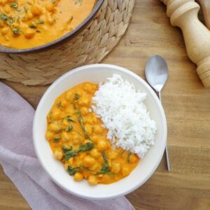 Curry z ciecierzycą i szpinakiem