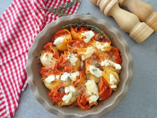 Muszle makaronowe w sosie pomidorowym