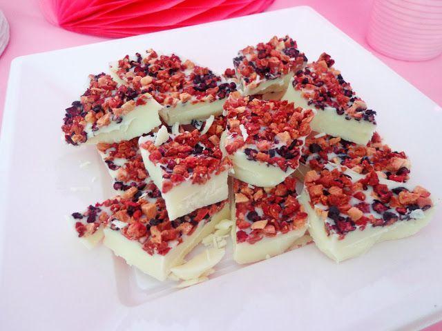 Biała czekolada w owocami leśnymi