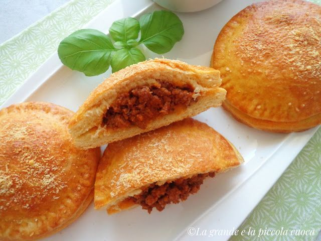 Drożdżowe ravioli z wołowym ragù