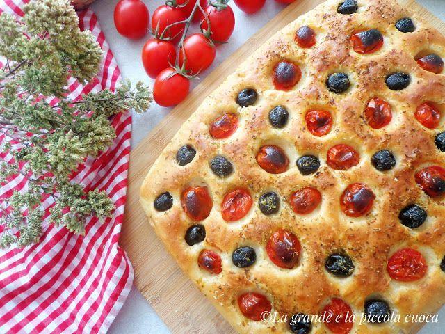 Przepis na focaccie z pomidorkami i oliwkami