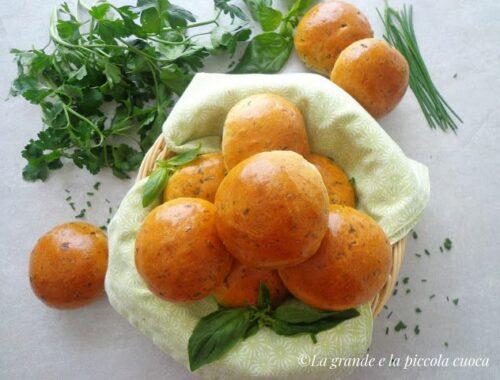 Wielkanocne bułeczki z ziołami
