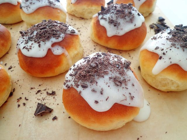 Przepis na drożdżowe bułeczki z czekoladą