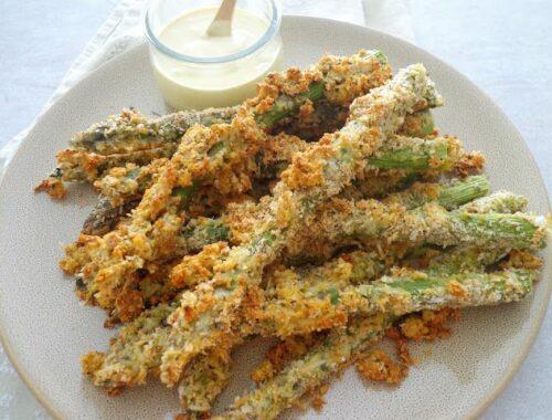 Pieczone szparagi w serowo-ziołowej panierce