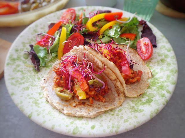 Tortille z mięsnym farszem i warzywami