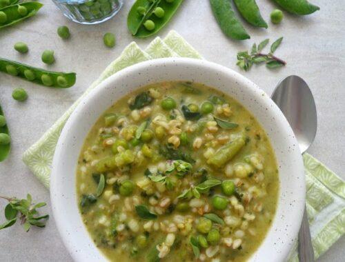 Wiosenna zupa z groszkiem i fasolką