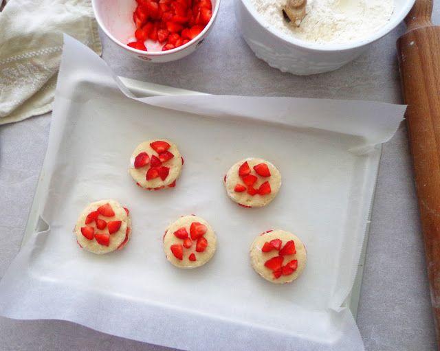 Domowe truskawkowe scones