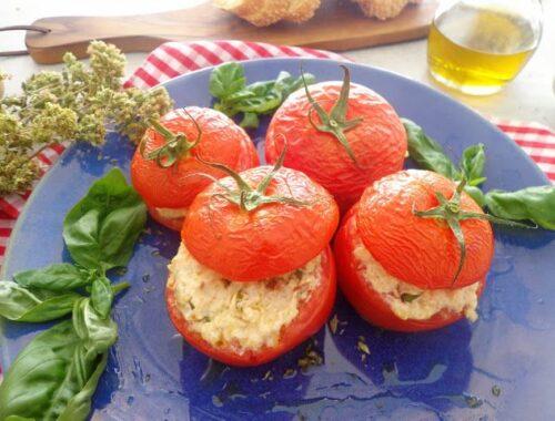 Faszerowane pomidory kaszą jaglaną