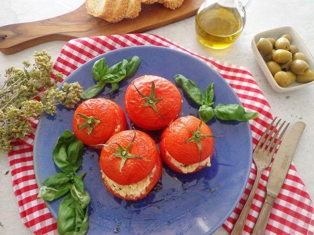 Przepis na faszerowane pomidory oliwkami i kasza