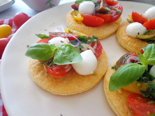 Francuskie pizzette z pomidorkami