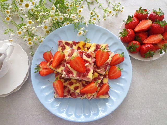 Pieczony cheesecake z truskawkami