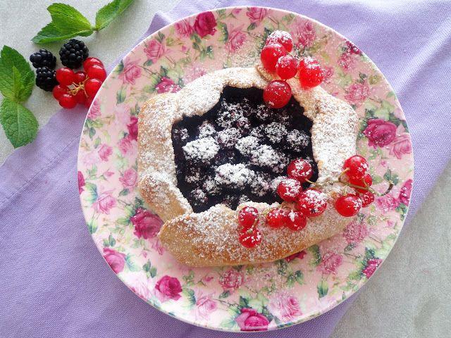 Krucha tarta galette z owocami