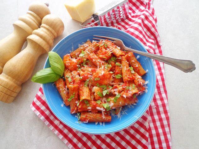 Przepis na makaron z kalafiorem i pomidorami