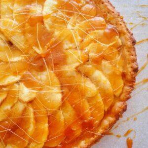 Jabłkowa tarta z karmelem