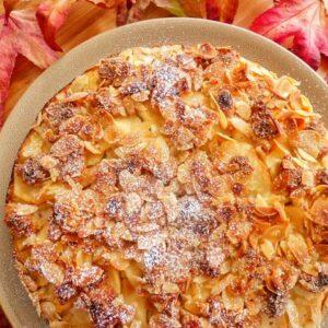 Migdałowe ciasto z jabłkami i marcepanem