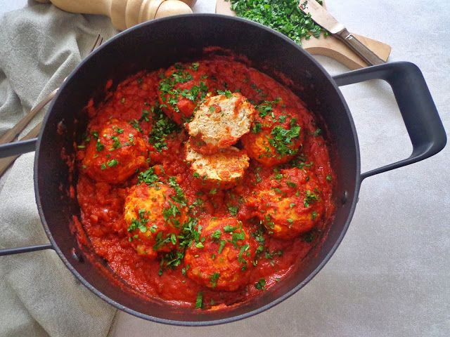 Przepisy na drobiowe pulpety w sosie pomidorowym