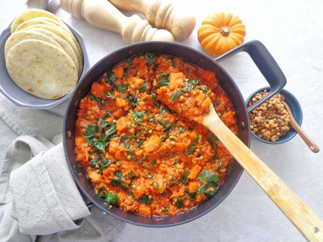 Jednogarnkowe danie z dynią, soczewicą i jarmużem