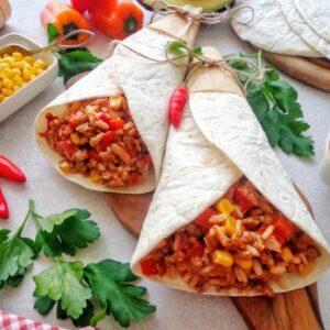 Burrito z ryżem i mięsem mielonym