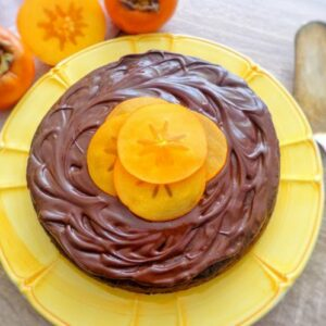 Czekoladowe ciasto z owocami kaki