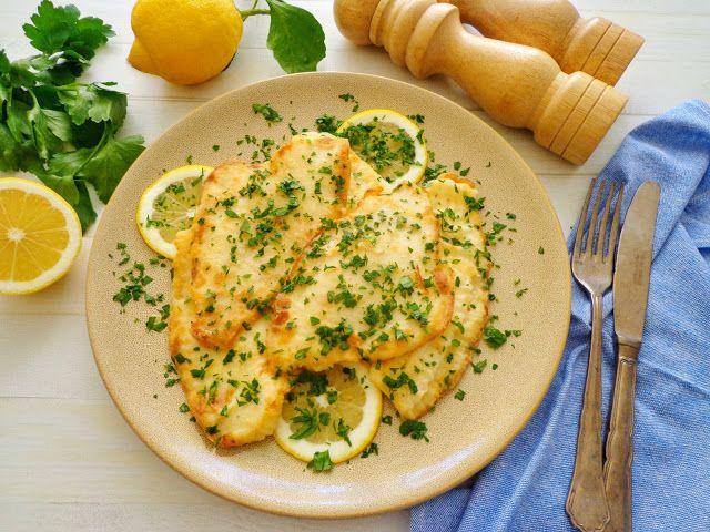 Smażona flądra z klarowanym masłem, cytryną i pietruszką