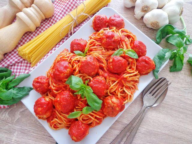 Spaghetti w sosie pomidorowym z pulpecikami