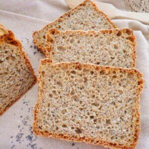 Chleb gryczano-razowy z makiem