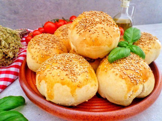 Drożdżowe bułki z mięsnym ragù