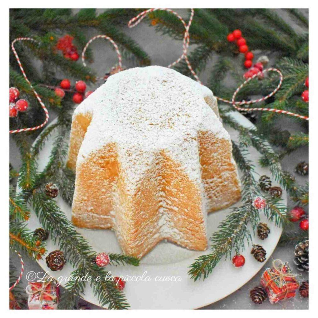 Tradycyjna świąteczna włoska babka Pandoro