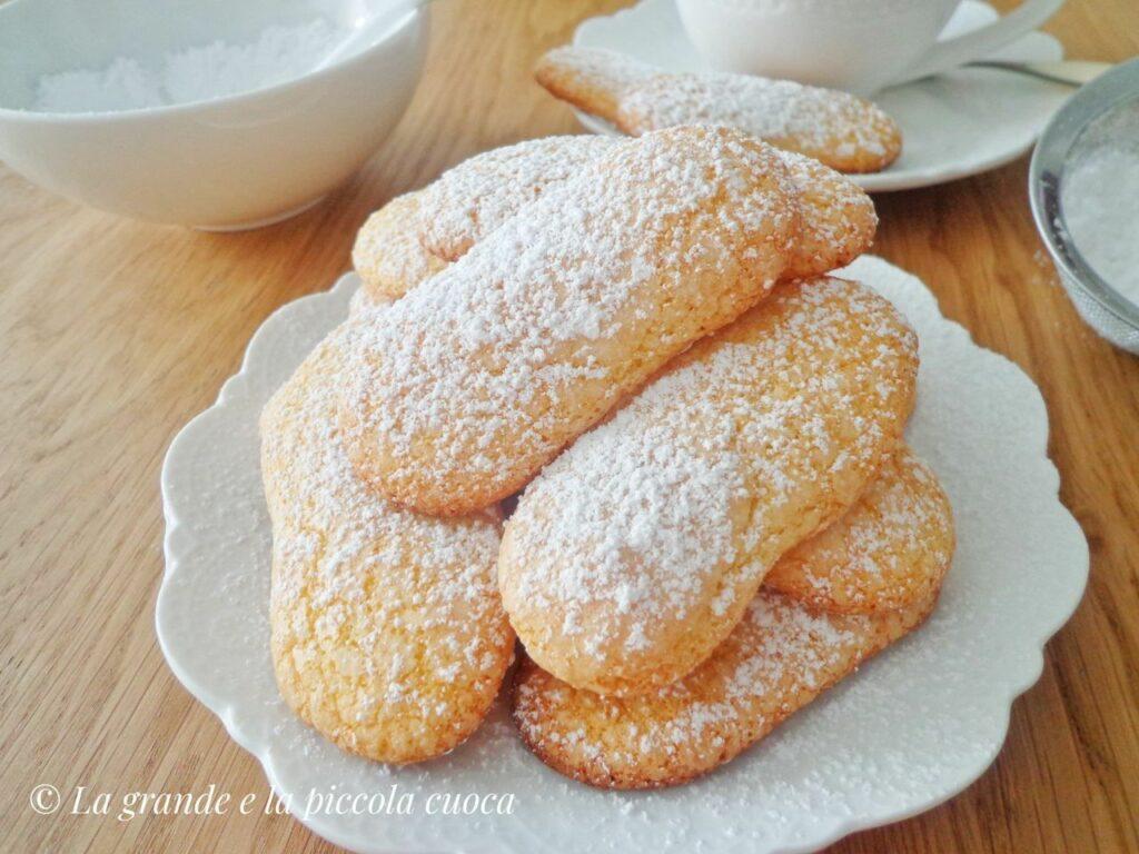 Domowe ciasteczka savoiardi
