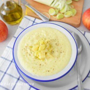 Zupa porowa z ziemniakami i jabłkami